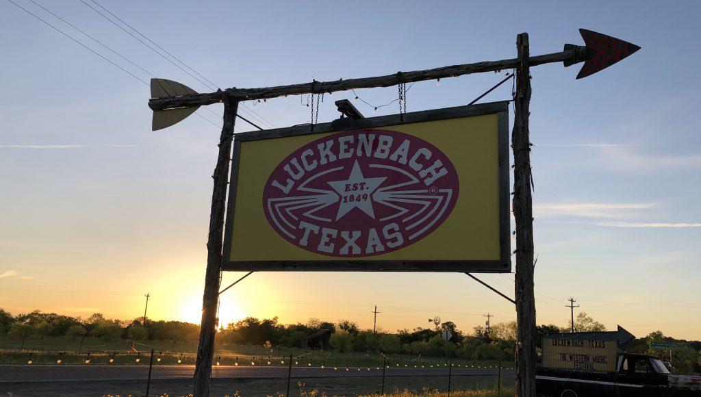 Luckenbach Texas sign